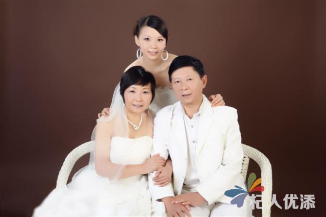 """""""平日里,每个月一般只有四五单生意是拍摄全家福照片的.图片"""